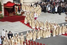 Giải đáp phụng vụ: Lễ phục nào cho linh mục không đồng tế?