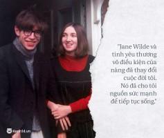 Câu chuyện tình hợp – tan, tan – hợp đầy cảm động giữa nhà vật lý học thiên tài Stephen Hawking và người vợ Jane Wilde.