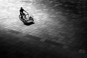 """Chiêm ngưỡng những bức ảnh đường phố siêu đơn giản nhưng """"đong đầy"""" suy nghĩ"""