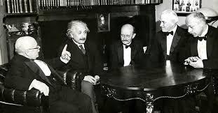 Những mẩu chuyện nhẹ nhàng, hài hước, đôi khi không kém phần thâm thuý về những danh nhân trong lịch sử thế giới hiện đại. Einstein