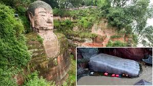 Lạc Sơn Đại Phật trấn giữ thủy quái, nước lũ ngập chân tượng Phật là điềm báo gì?